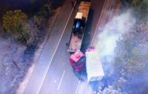 Condutor de caminhão morre ao colidir de frente com carreta na 262