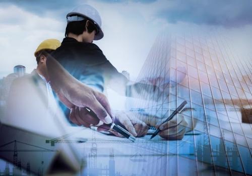 O setor de construção civil está em alta, possibilitando o retorno dos executivos ao trabalho segundo especialistas em outplacement