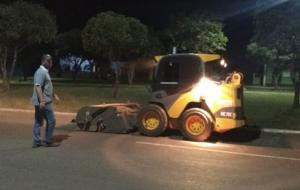 Secretaria Municipal de Obras vem realizando a varrição da Avenida Reginaldo Lemes da Silva no período noturno.