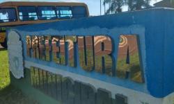 Dois Irmãos do Buriti recebem 2 ônibus escolares