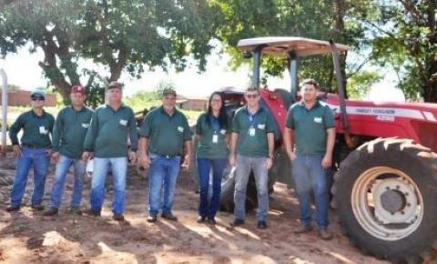 Entrega dos uniformes aos funcionários da Secretaria de Agricultura