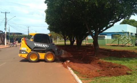 Prefeitura Municipal de Dois Irmãos do Buriti começou construir um espaço para estacionamento na Avenida Reginaldo Lemes da Silva