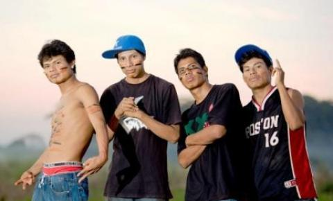 Grupo indígena, Brôs MCs, faz live para ajudar comunidade onde vivem