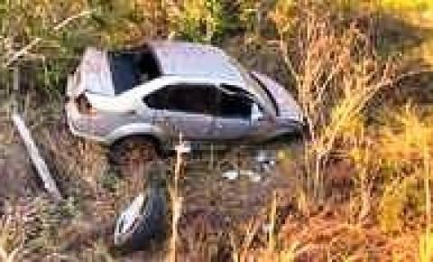 Gerente de fazenda dorme ao volante e capota carro várias vezes em Sidrolândia