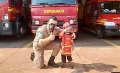 Menino de 3 anos comemora o Aniversário no Quartel do do Corpo de Bombeiros Militar em Sidrolândia