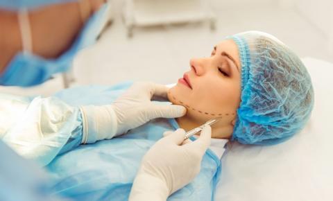 Aparelho que revolucionou tratamento corporal e facial chega ao Brasil