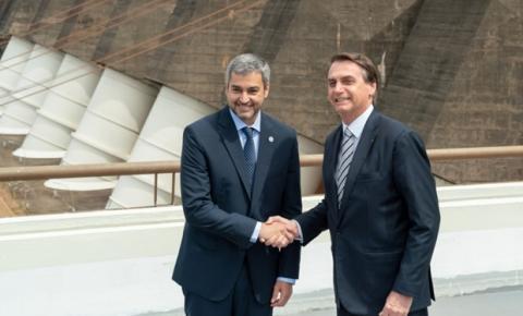 Bolsonaro e Marito se encontram na Ponte da Amizade para reabrir fronteira, em 15 de outubro