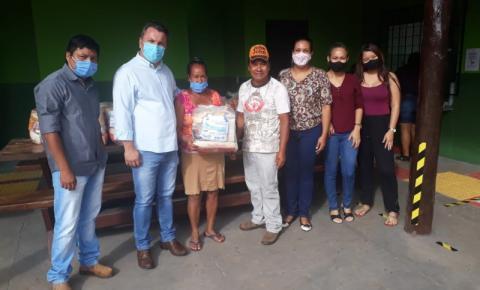 Secretário de Educação acompanha entrega Cesta do Kit Merenda na Escola Indigena Ndeti Reginaldo na Aldeia Agua Azul