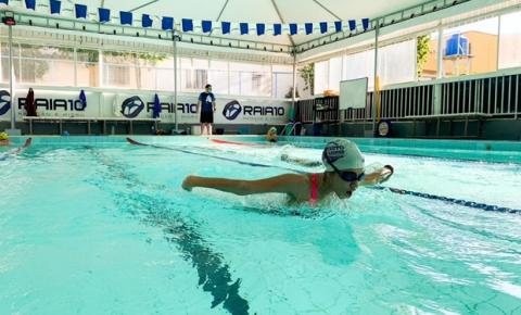 Mesmo em baixas temperaturas, natação é uma das melhores atividades para prevenção de doenças