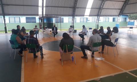 O Secretário de Educação de Dois Irmãos do Buriti Eder Aguiar Viana, com o Comitê de Combate ao Covid-19 deste Município, para tratar sobre assuntos referentes a possível Volta as Aulas.