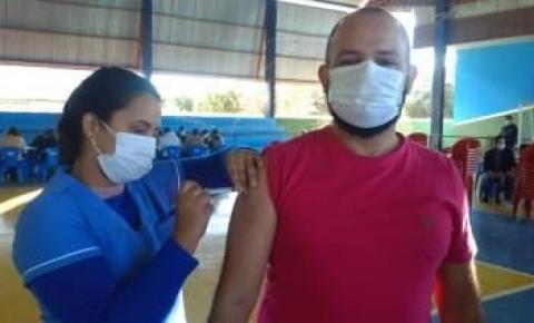 Dois Irmãos do Buriti recebeu 672 doses vacina contra o COVID-19.