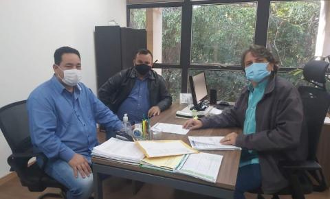 Prefeito Japão acompanhado do Vereador Wilson França esteve em reunião com Secretârio Pedro Caravina buscando melhoria para nosso Município