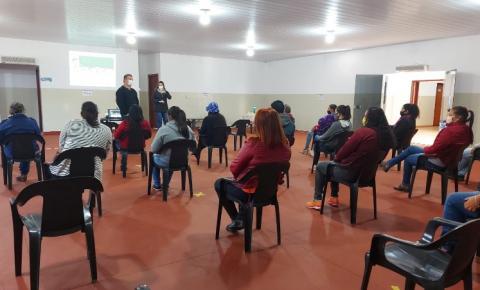 Secretaria de Educação da palestra com as Merendeiras da Rede Municipal de Ensino.