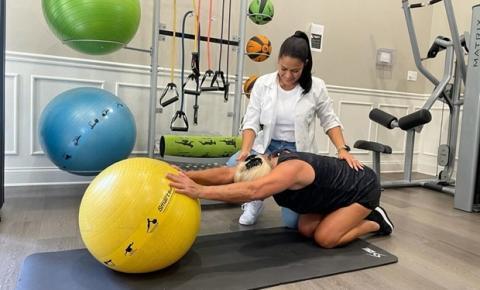 Pilates ganha destaque entre idosos por auxiliar na diminuição de dores e na prevenção de quedas